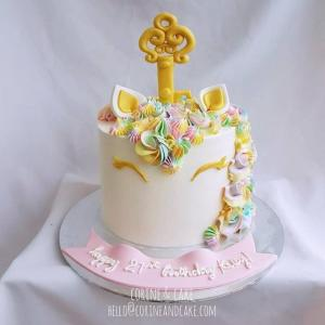 Gold Key Smilling Unicorn cake