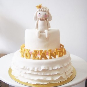 Sheep with crown 2 tiers cake