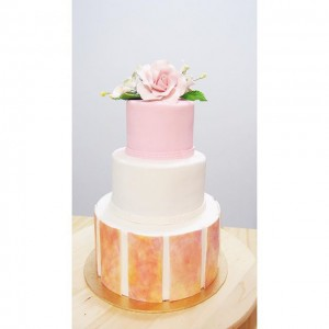 Simple 3 tier flower cake